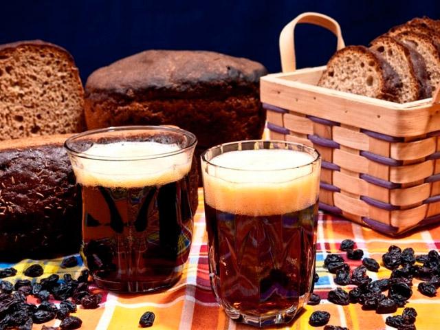 Квас темный и хлеб