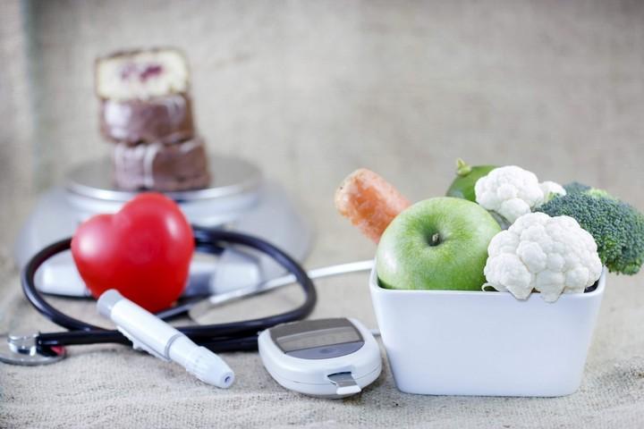 овощи и предметы врача