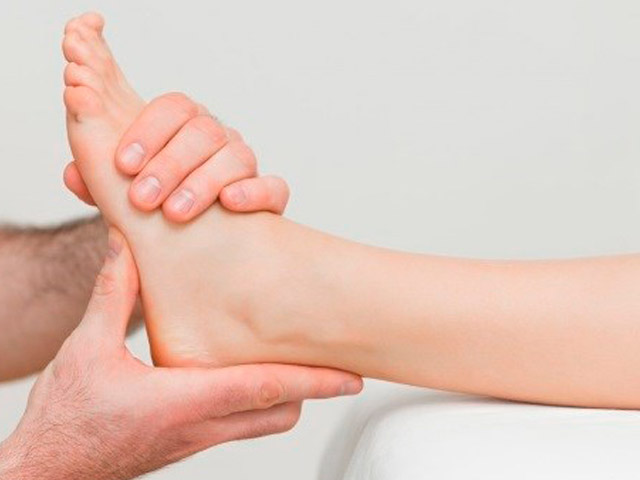 Первая помощь в лечении пятен на ногах