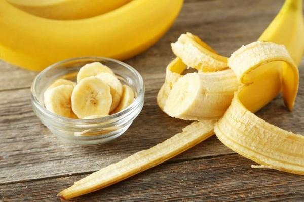 почищенный банан