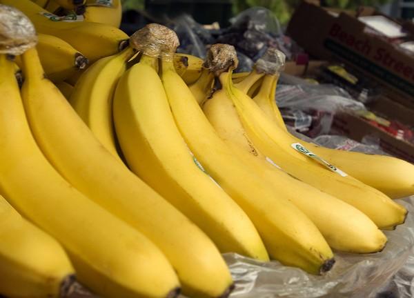 скибки бананов